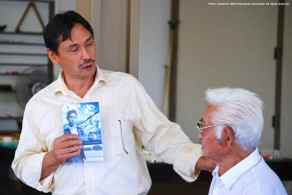 Manzanar Committee Co-Chair Bruce Embrey (left) with Hank Umemoto.
