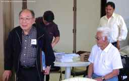 Manzanar Committee member Kanji Sahara (left) introducing Hank Umemoto.