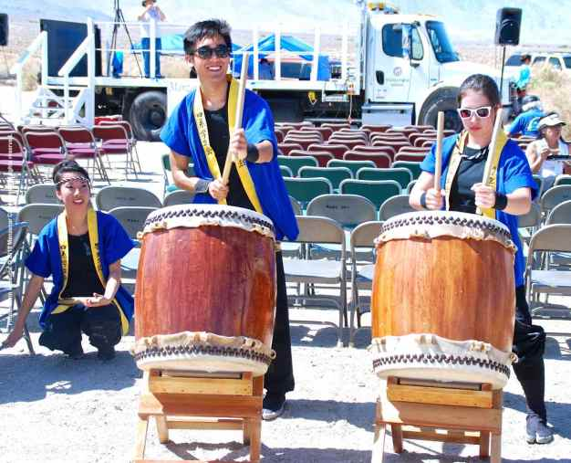 UCLA Kyodo Taiko providing the accompaniment to Taiko Bushi and Ichi Tasu Ichi (One Plus One).
