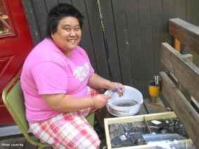 Volunteer Hanako Wakatsuki helps wash artifacts from the Kooskia dig. Photo by Laura Ng.