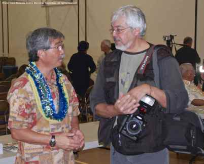 Retiring Manzanar National Historic Site Superintendent Les Inafuku (left) chats with Rafu Shimpo Photo Editor Mario Reyes
