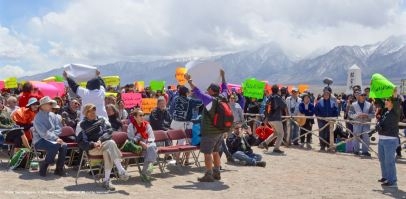 "Members of the Florin JACL and CAIR-Sacramento Valley hold up signs that read, ""Watashi wa Manzanar"" (I am Manzanar) at the conclusion of Dr. Satsuki Ina's keynote speech at the 46th Annual Manzanar Pilgrimage."