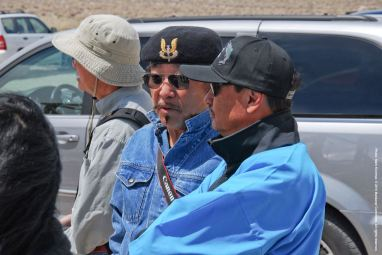 Manzanar Committee members Brian Maeda (left) with Co-Chair Bruce Embrey (foreground right).
