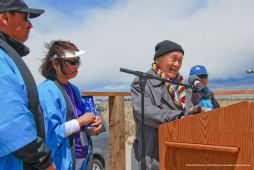 Rev. Paul Nakamura received the Manzanar Committee's 2015 Sue Kunitomi Embrey Legacy Award. Joining him on stage (from left): Manzanar Committee Co-Chairs Bruce Embrey and Kerry Cababa; (far right), Rev. Paul's wife, Kikuno.
