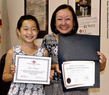 Student Awards recipient Sara Omura with Manzanar Committee member Colleen Miyano