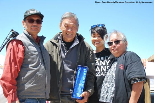 Manzanar Committee Co-Chairs Bruce Embrey (left) and Jenny Chomori (right, along with co-emcee traci ishigo (second from right), presented the 2017 Sue Kunitomi Embrey Legacy Award to Alan Nishio