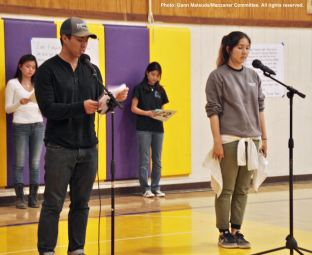 Tyler Suzuki (left) and Emiko Kranz (right) from the 2017 Manzanar At Dusk organizing committee during the opening of the program