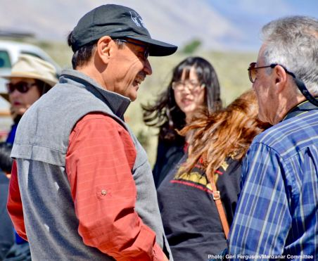Manzanar Committee Co-Chair Bruce Embrey (left)