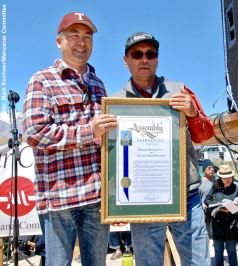 California State Assemblyman Al Muratsuchi presenting a proclamation to Manzanar Committee Chair Bruce Embrey