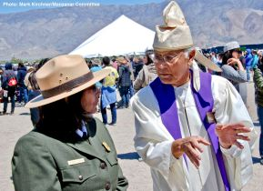 Manzanar National Historic Site Superintendent Bernadette Johnson (leftI with Rev. Alfred Tsuyuki of the Konko Church of Los Angeles