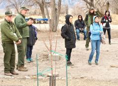 Manzanar National Historic SIte's Chief of Cultural Resources Division Jeff Burton (second from left) told the students more about the many World War II-era gardens, and how oral histories and archeology were being used together to unearth more and more gardens.