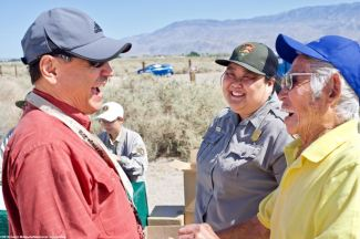 Manzanar Committee Co-Chair Bruce Embrey (left), shown here with Minidoka National Historic Site Chief of Interpretation Hanako Wakatsuki (center) and former Manzanar incarceree Hank Umemoto (right).