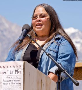 Kathy Jefferson Bancroft of the Lone Pine Paiute-Shoshone Tribe welcomed everyone to the land of the Owens Valley Paiute, who were the indigenous people in the area, including Manzanar.