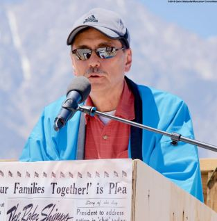 Manzanar Committee Co-Chair Bruce Embrey, shown here during his remarks.