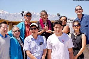 Wilbur Sato (back row, center), the 2018 recipient of the Sue Kunitomi Embrey Legacy Award, shown here with his family, friends, and Manzanar Committee Co-Chair Bruce Embrey (back left) and Manzanar Committee Co-Chair Jenny Chomori front row, second from left).