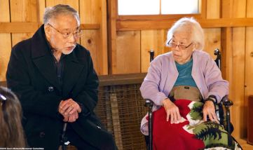 Former Amache incarceree Min Tonai (left) and former Manzanar incarceree Yoshiye Okimoto Hayashi told students about life and living conditions in the camps.