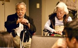 Former incarceress Min Tonai (left) and Yoshiye Okimoto Hayashi (right) shared their experiences after leaving camp with the students.